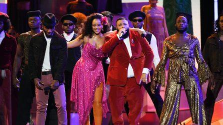 Le calze contenitive di Rihanna ai Grammy Awards