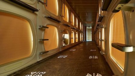 Sauna e servizi di lusso nel nuovo capsula hotel di Tokyo