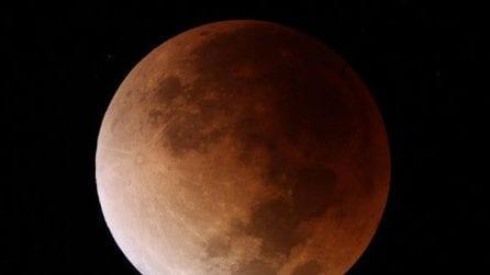 La Superluna diventa Blu e di Sangue: le spettacolari immagini dal mondo