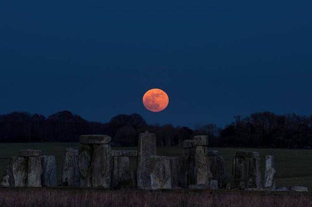 Stonehenge, Credit: Stonehenge https://twitter.com/EH_Stonehenge/status/958811343854989312