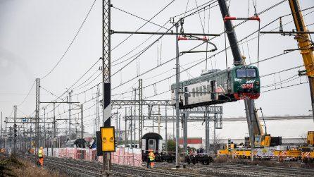 Treno deragliato a Pioltello, iniziata la rimozione dei vagoni