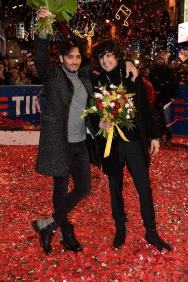Fabrizio Moro indossa scare oXs