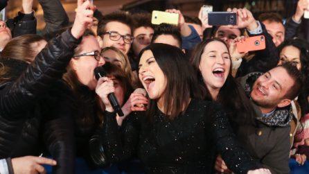 Laura Pausini porta il Festival fuori il Festival: il suo Sanremo è tra i fan