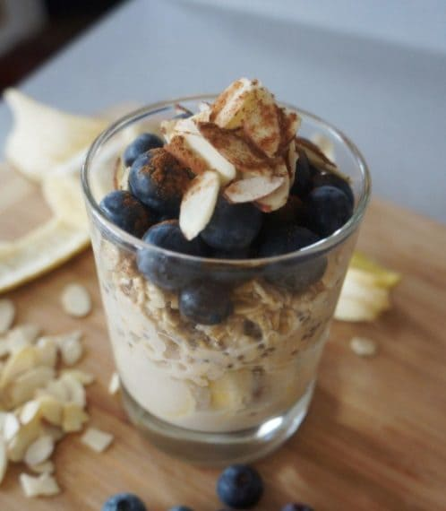 Almond milk with blueberry and oats. Credit: http://www.busygirlhealthyworld.com/blueberry-almond-overnight-oats-v-gf/