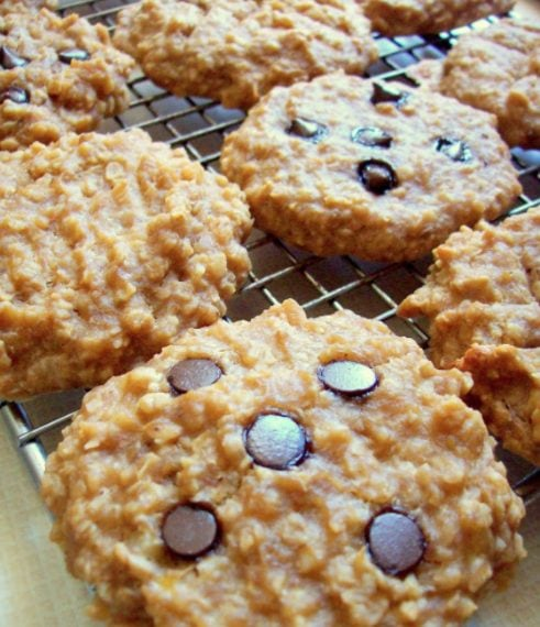 Cookies with banana, peanut butter and oatmeal. Credit: http://watching-what-i-eat.blogspot.it/2012/06/peanut-butter-banana-oat-breakfast.html