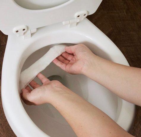 Un trucchetto per pulire a fondo il wc, senza prodotti chimici: immergete dei fazzoletti nell'aceto, lasciateli sulle superfici da pulire e poi risciacquate. Fonte: https://www.instagram.com/p/BT99I2Pg70C/?utm_source=ig_embed