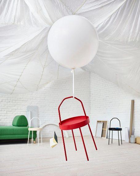 """Accanto al divano è d'obbligo un tavolino, il nuovo BURVIK ha una forma che non passa sicuramente inosservata con un grande manico nella parte superiore che permette di spostare facilmente il tavolino con una sola mano. Secondo il suo designer Mikael Axelsson: """"Il tavolino BURVIK è fatto per essere spostato. Quando l'ho progettato, mi sono ispirato agli elementi che caratterizzano le nostre vite e le nostre case oggi: fluidità, flessibilità e dinamicità."""""""