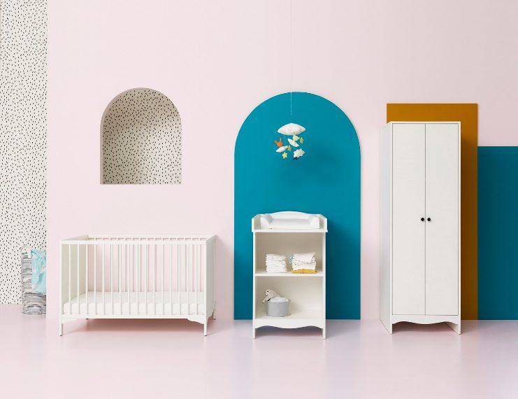Ai più piccoli sono dedicati nuovi moarredi per la cameretta, progettati all'insegna della sicurezza dei bambini , come i mobili per neonati SOLGUL che comprendono un lettino, un fasciatoio e un guardaroba.