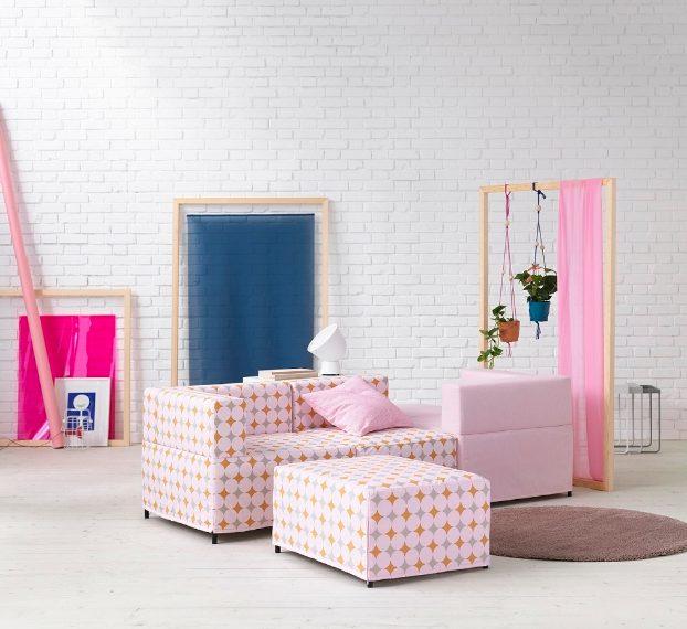 Il divano è sicuramente uno degli arredi più importanti e amati in casa. È per questo motivo che quando si tratta di pensare al nuovo arredamento di casa, l'acquisto del divano rappresenta sempre una spesa impegnativa. Così IKEA ha ideato il divano componibile KUNGSHAMN che consente di adattarsi ad ogni tipo di esigenza, forme e stile, presente e futuro, con moduli da un posto, ad angolo e poggiapiedi.