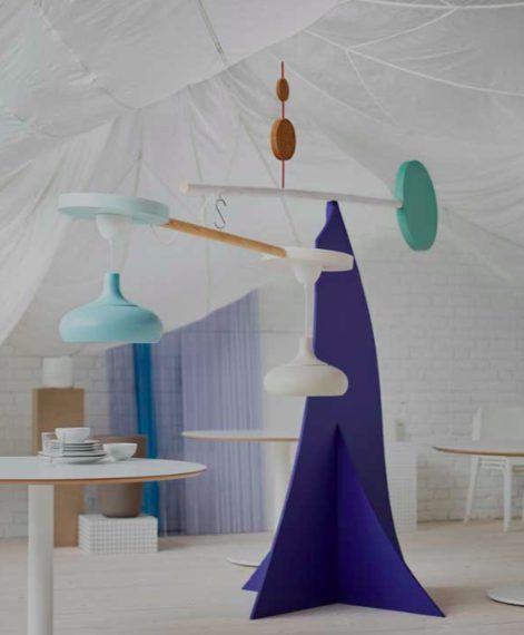 Ispirate alle forme, i colori e al senso di gioco di Ettore Sottsass, le nuove lampade da parete e da tavolo KRUX danno allegria alla cameretta dei bambini.