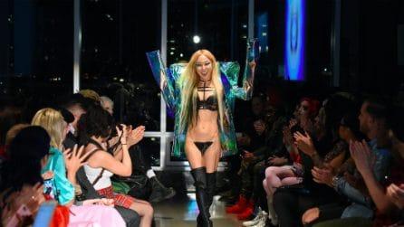 Le parrucche per la vagina sfilano a New York