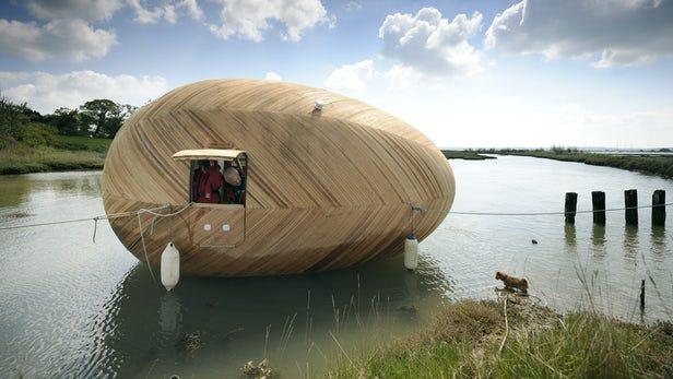 Exbury Egg è una casa e spazio di lavoro off-grid galleggiante installati sulla riva del fiume Beaulieu, nel Regno Unito. È stato concepito dall'artista Stephen Turner come una struttura a forma di uovo che sosterrà Turner per un anno mentre esegue osservazioni sull'ambiente locale e produce le sue opere d'arte. L'accesso all'uovo è garantito da un piccolo pontile. L'interno contiene una scrivania, un'amaca e una cucina, che a sua volta sfoggia una stufa a paraffina e un lavandino.