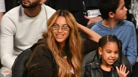 Blue Ivy con tacchi e occhiali da sole all'NBA All-Star Game