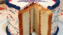 Place slices of bread on the side of the cake: the reason will amaze you