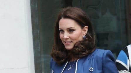 Kate Middleton in blu in gravidanza