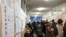Elezioni politiche 2018, lunghe code ai seggi in serata a Milano