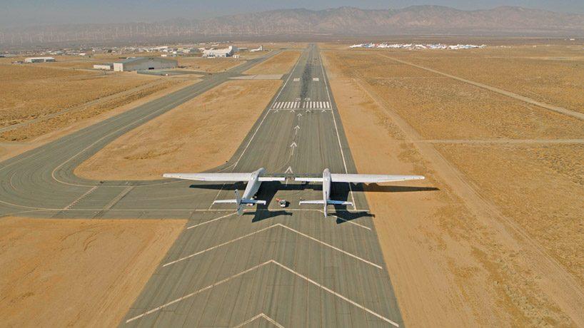 Ciò che rende Stratolaunch unico è anche l'ala centrale rinforzata che è stata inserita per fornire all'aereo una maggiore stabilità e capacità di sollevamento per carichi multipli fino a 250.000 chilogrammi.