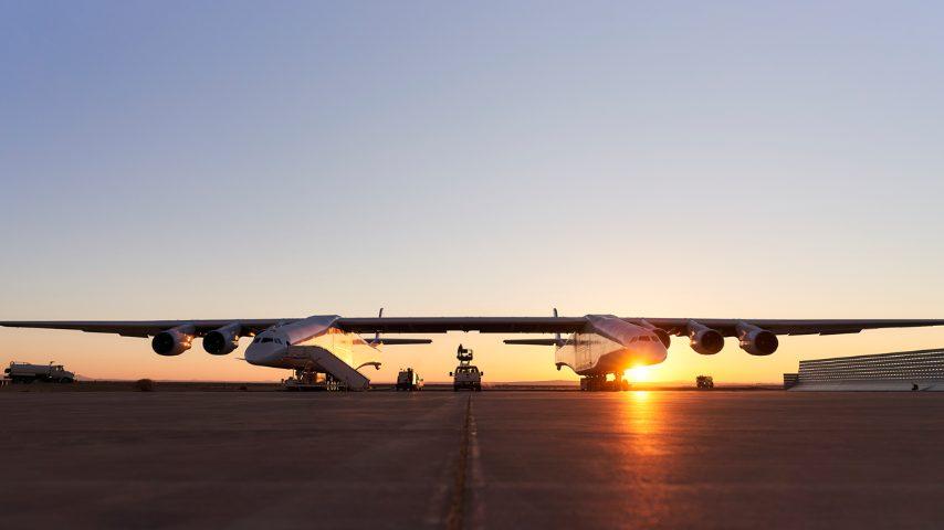 """""""La piattaforma di lancio aereo di Stratolaunch riduce significativamente il rischio di costosi ritardi o cancellazioni...Intendiamo essere pienamente operativi entro la fine di questo decennio""""."""