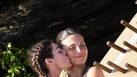 I look hippie delle naufraghe all'Isola dei Famosi