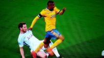 Moviola di Tottenham-Juve, il rigore non concesso a Douglas Costa
