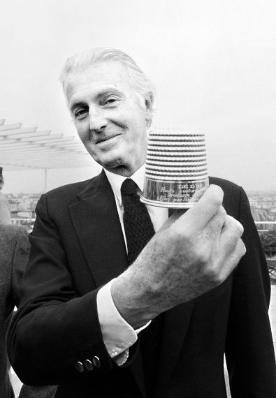 Dopo aver ricevuto il golden thimble, premio per la migliore collezione dell'anno, nel 1982.