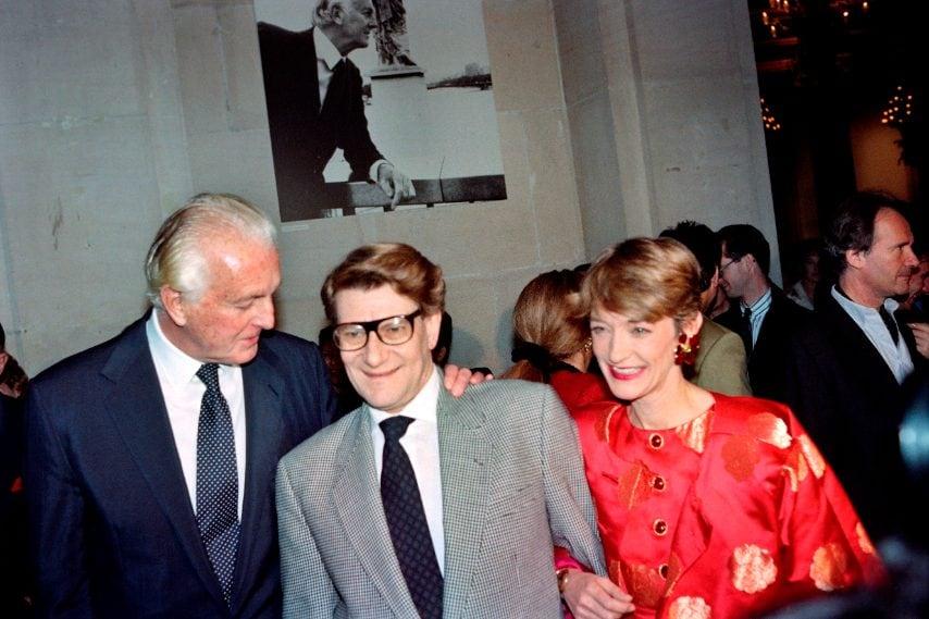 Hubert de Givenchy con Yves Saint-Laurent e Loulou de la Falaise nel 1991
