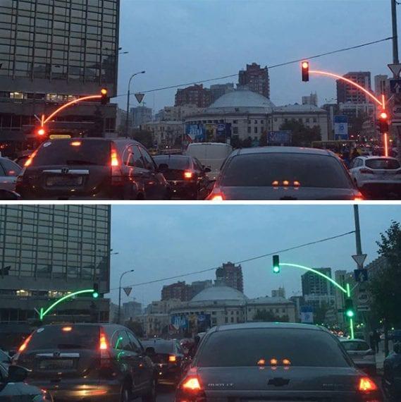 1. In Ucraina i semafori sono tutti luminosi per una migliore visibilità.