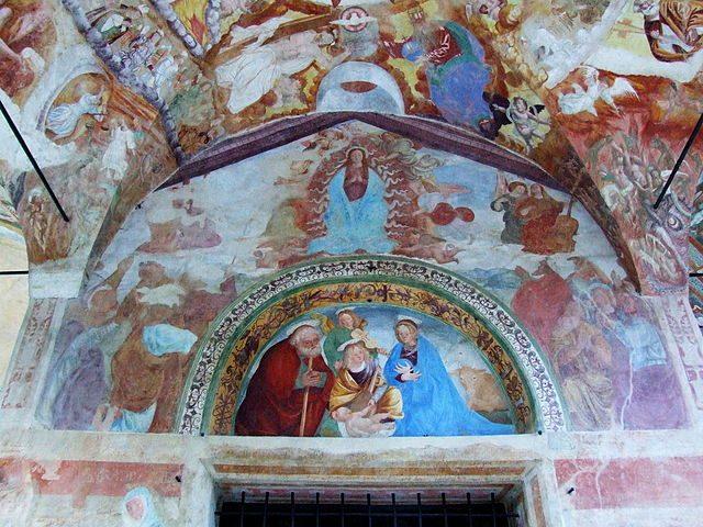 https://commons.wikimedia.org/wiki/File:Roccapietra,_Cappella_della_Madonna_di_Loreto_04.JPG