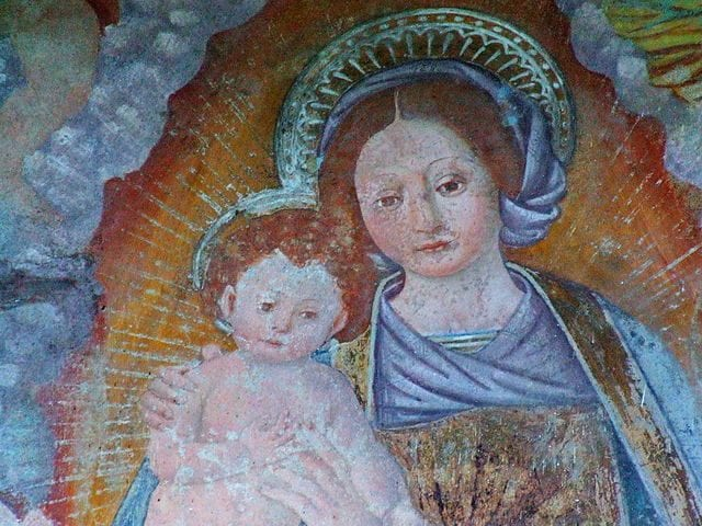 https://commons.wikimedia.org/wiki/File:Roccapietra,_Cappella_della_Madonna_di_Loreto_08.JPG