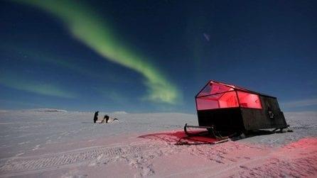 Dormire su una slitta di lusso per ammirare l'Aurora Boreale