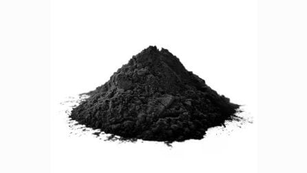 5 prodotti per capelli a base di carbone vegetale