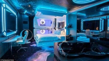 Dormire in una navicella spaziale al Fantasyland Hotel di Edmonton