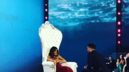 Rosa Perrotta in rosso per la proposta di nozze all'Isola