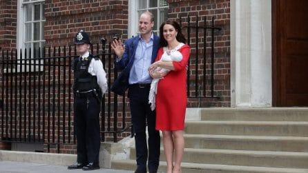 L'abito rosso di Kate Middleton per la prima apparizione dopo il parto