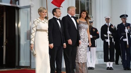 Melania Trump in argento per la Cena di Stato con Macron
