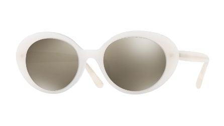 Gli occhiali da sole dell'estate? Sono bianchi (e anni '90)