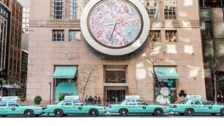 Taxi, negozi e stazioni, Tiffany tinge New York di azzurro