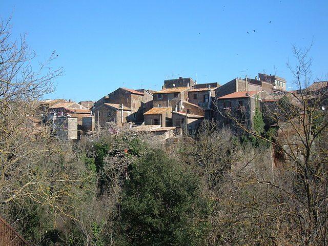 https://commons.wikimedia.org/wiki/File:Barbarano_Romano_-_Panorama_1.JPG