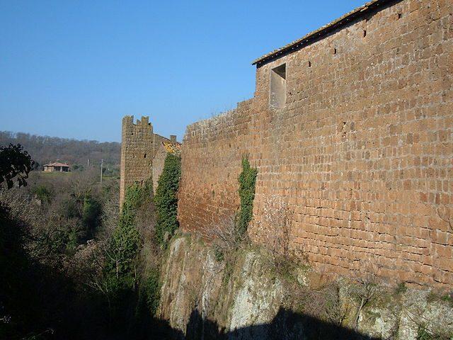 https://commons.wikimedia.org/wiki/File:Barbarano_Romano_-_Mura_3.JPG