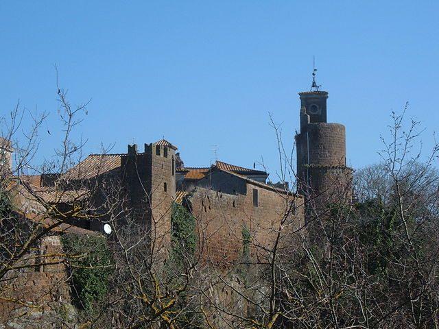 https://commons.wikimedia.org/wiki/File:Barbarano_Romano_-_Panorama_2.JPG