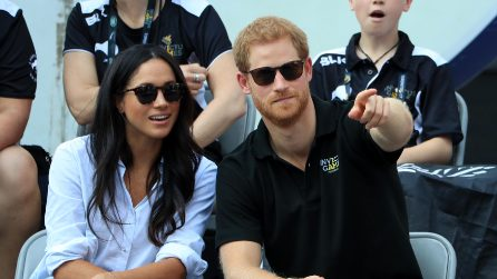 La storia di Meghan Markle ed Harry in 10 look dell'attrice