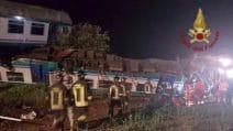Scontro treno-tir sulla Torino Ivrea, morto il macchinista, 15 feriti