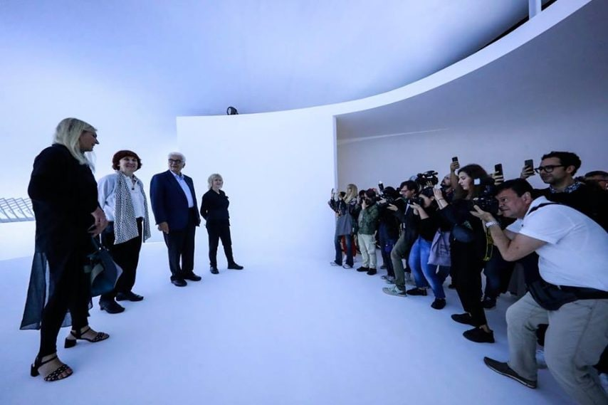 Le curatrici Yvonne Farrell e Shelley Mc Namara con il Direttore de La Biennale di Venezia Paolo Baratta