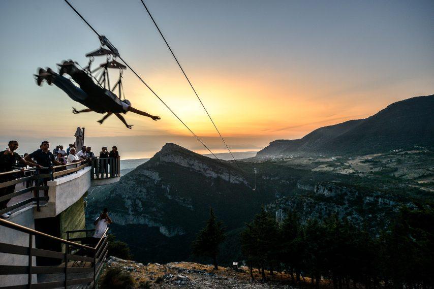 Durante il volo si potrà ammirare uno dei panorami più belli della regione, con tramonti e panorami a 360 gradi sul Golfo di Salerno, la Costiera Amalfitana, Capri, la zona archeologica e le splendide acque del mare di Paestum e della Costiera del Cilento.