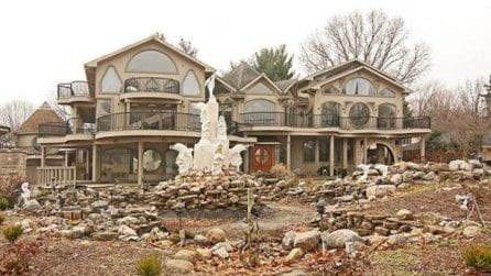 """La casa più """"brutta d'America"""": entrando all'interno capirete perché nessuno vuole comprarla"""