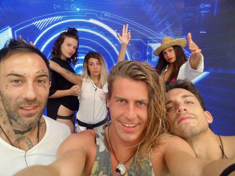 Simone, Alberto, Matteo, Alessia, Veronica e Lucia. Sono loro i sei finalisti del Grande Fratello 2016.