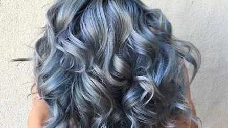 Tendenza jeans: make up e capelli si tingono di blu