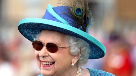 Il look rock della regina Elisabetta II