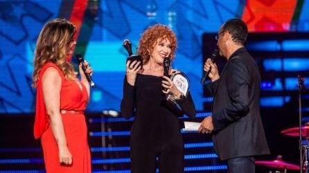 L'abito rosso di Vanessa Incontrada per la seconda puntata dei Wind Music Awards