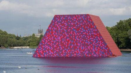 Una coloratissima piramide Maya è apparsa a Londra: quello che nasconde è straordinario